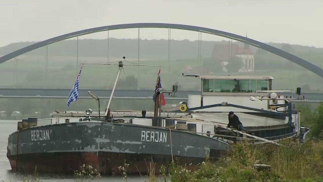 Transportschiff auf dem Main