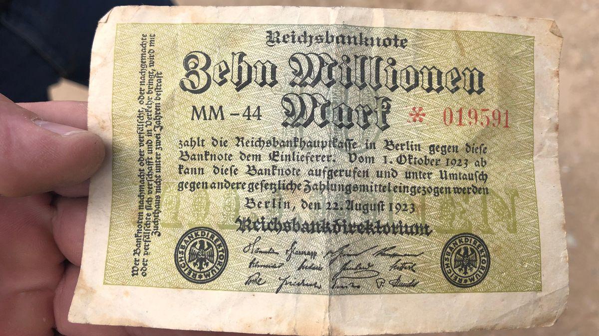 Ein Geldschein über zehn Millionen Mark aus der Zeit der Hyperinflation.