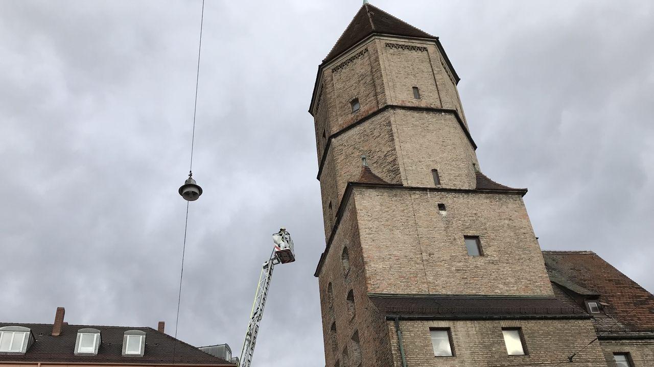 Feuerwehreinsatz mit Drehleiter am Jakobertor Augsburg