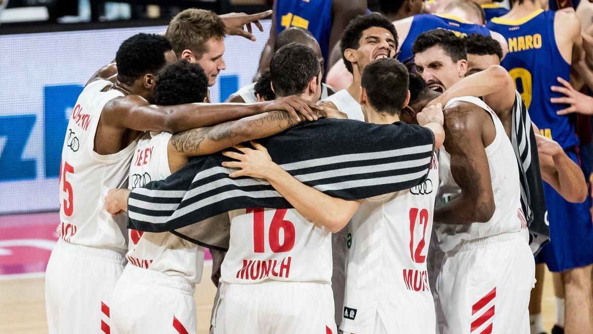 Jubel bei den Bayern-Basketballern nach dem Sieg gegen den FC Barcelona