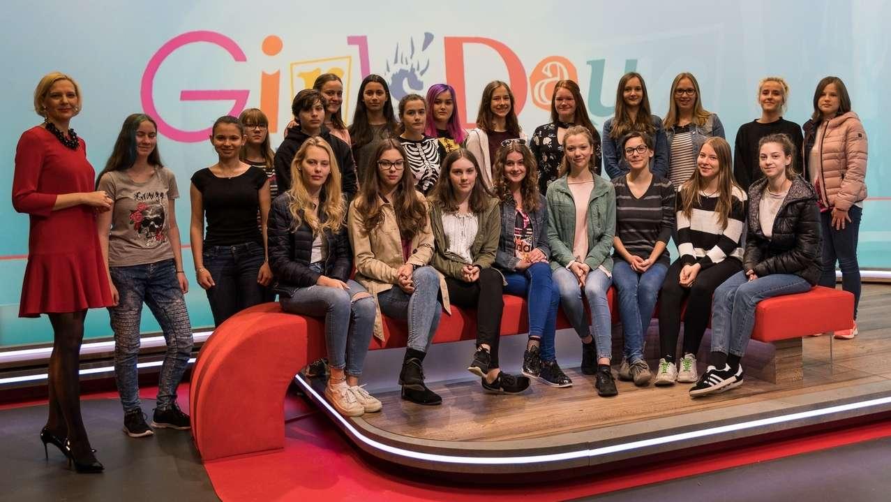 Mädchen beim Girls' Day 2018 im BR-Studio Franken