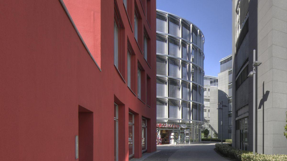 Moderne Architektur auf der Theresienhöhe in München.