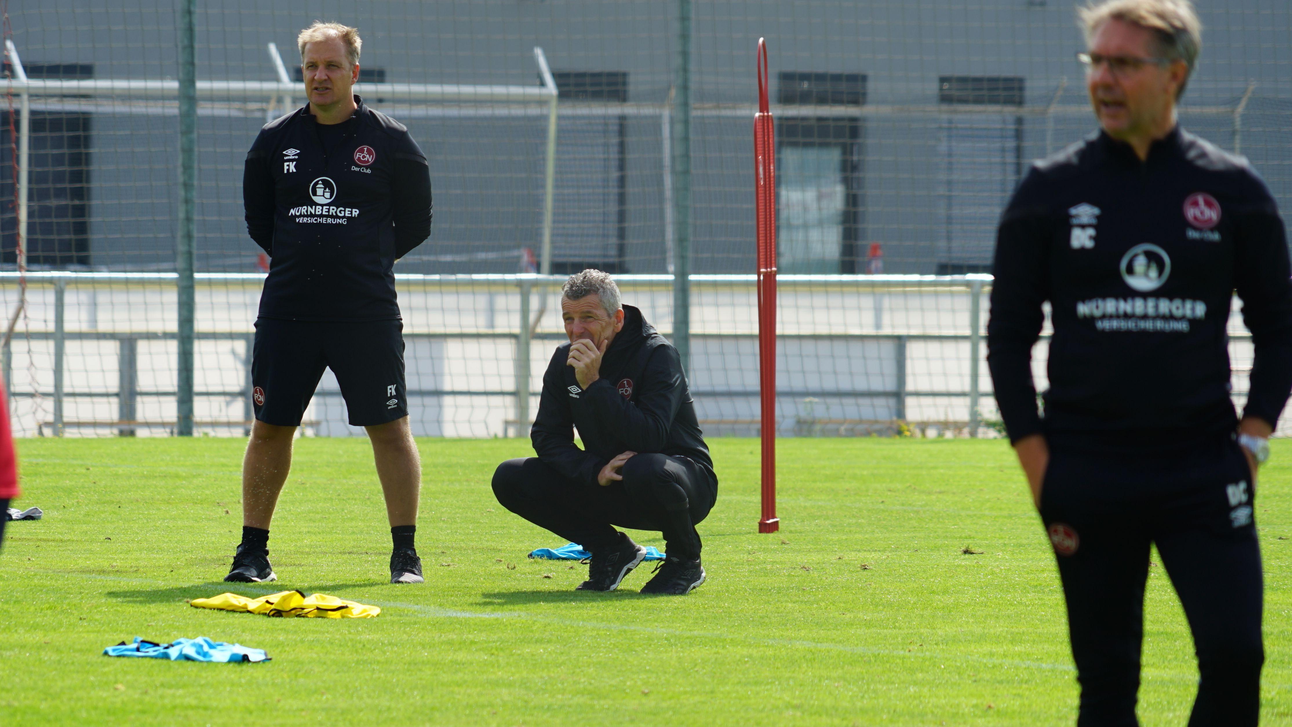 Mathias Berthold (Mitte) bei einem Training des 1. FC Nürnberg