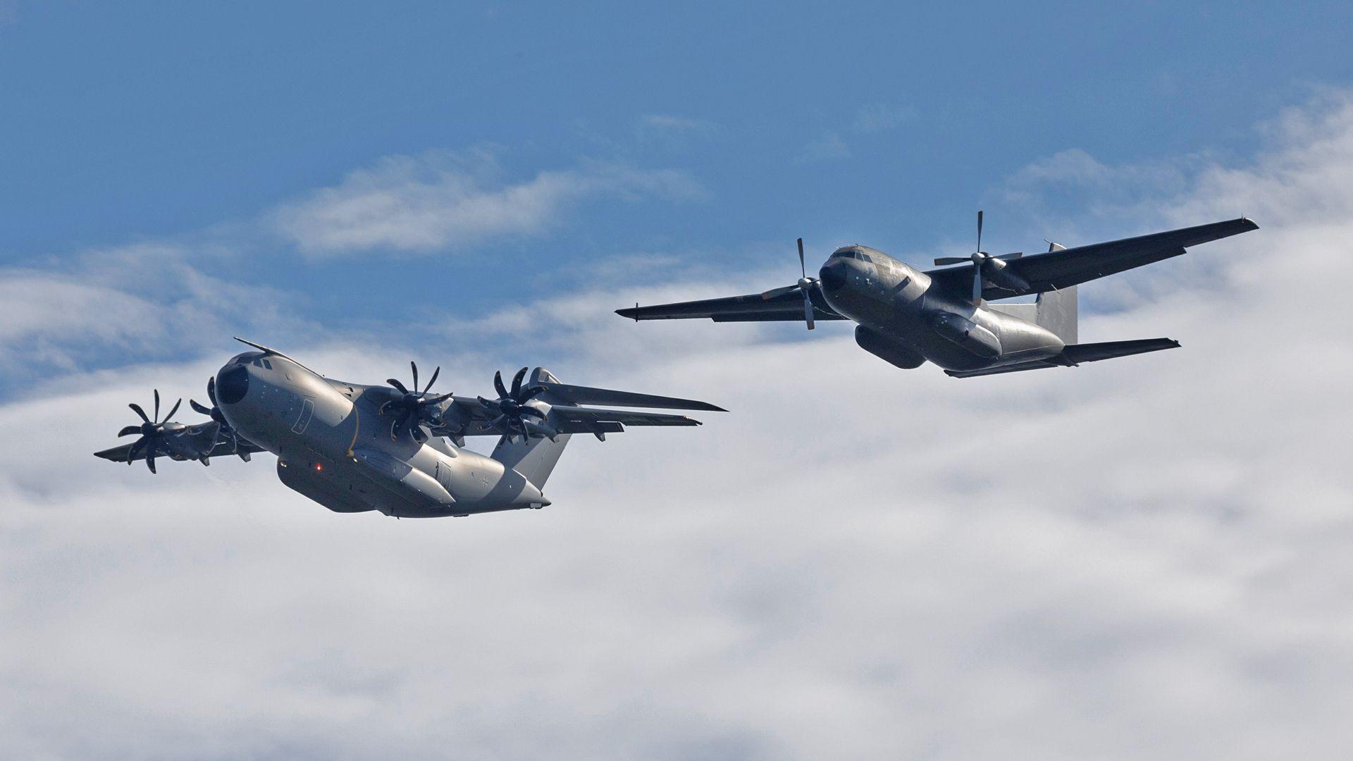 A400M und Transall üben den Formationsflug