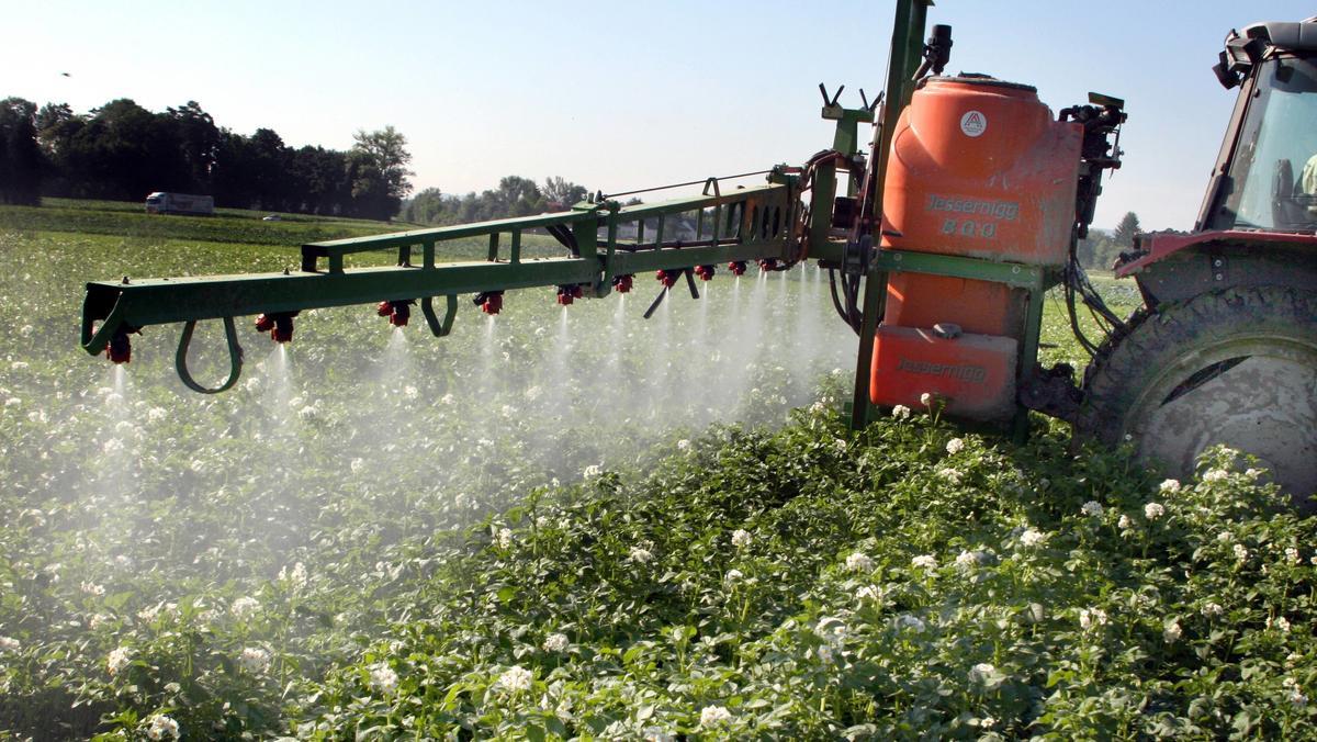 Pestizide können hormonaktive Stoffe enthalten, die schädlich für Menschen und Umwelt.