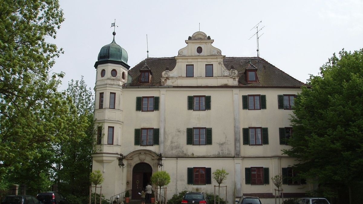 Das Schloss Peuerbach in Bayerbach ist im Besitz der Familie des Freiherrn von Gumppenberg