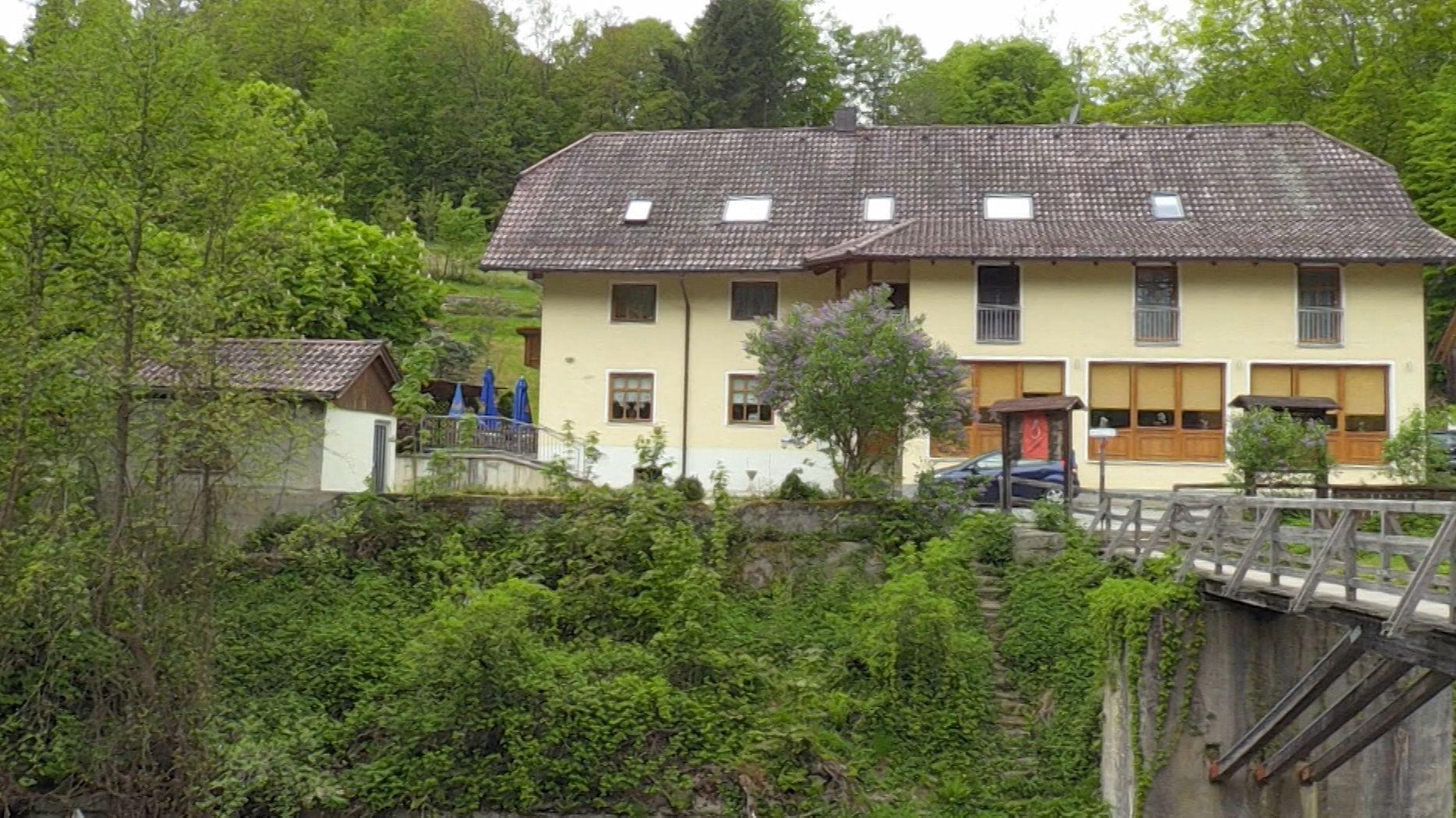 Der Armbrust-Fall mit insgesamt fünf Toten in Passau und im niedersächsischen Wittingen gibt weiter Rätsel auf.