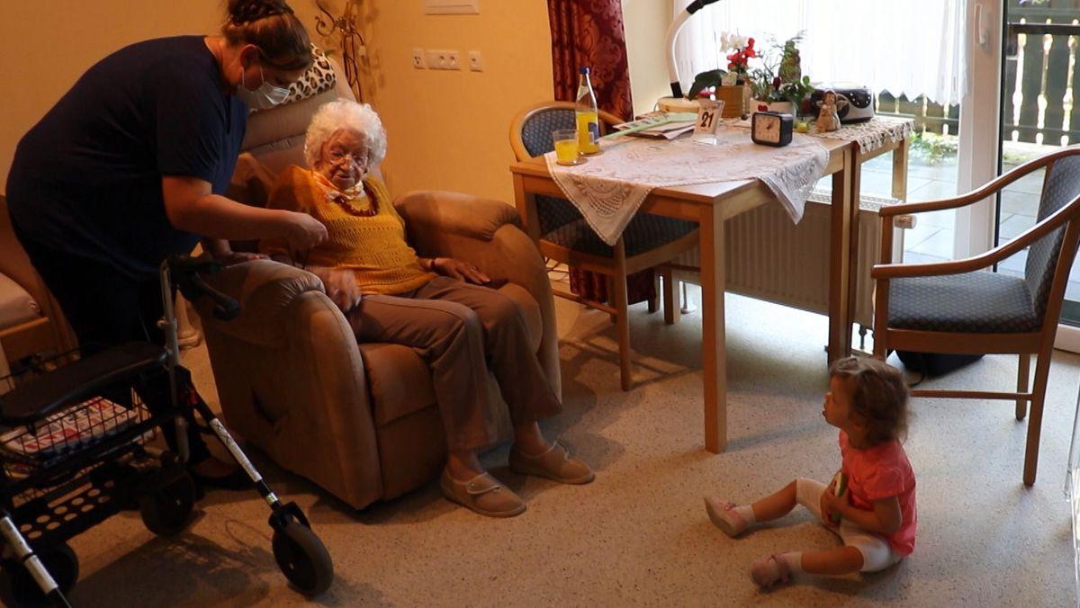 Pflege mit Familienanbindung: Betreutes Wohnen für Senioren auf dem Bauernhof