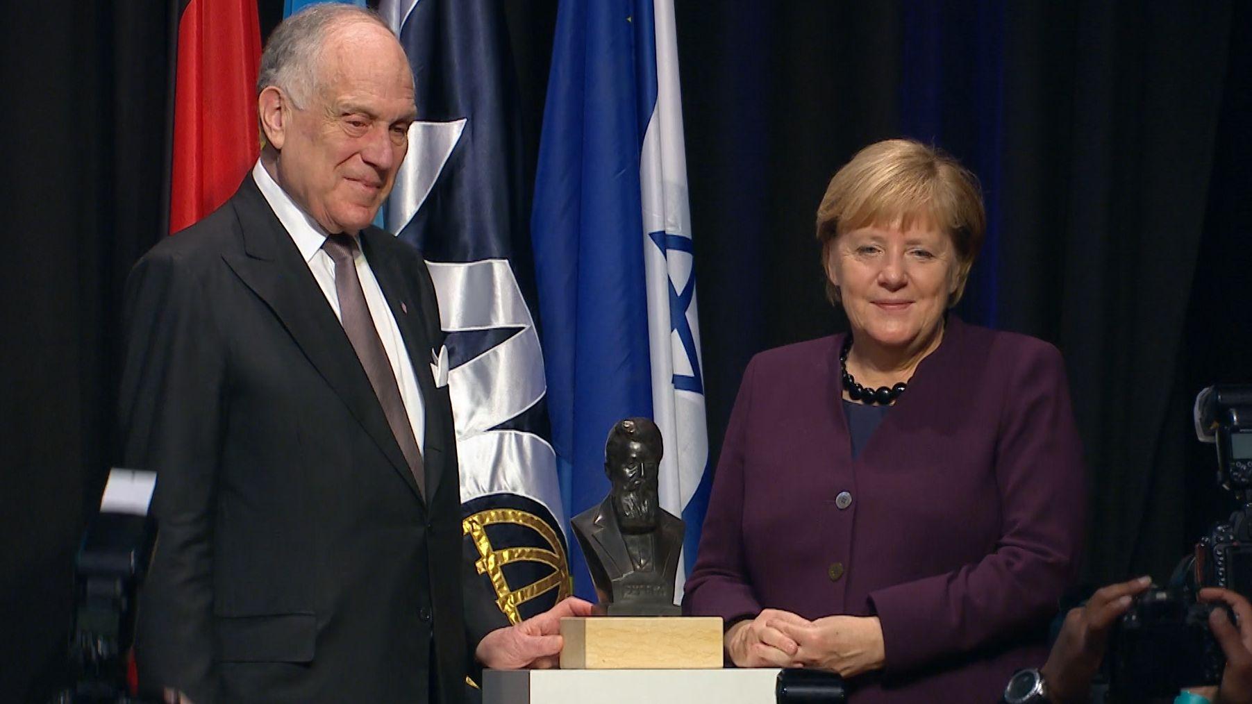 Bundeskanzlerin Angela Merkel bei der Auszeichnung in München
