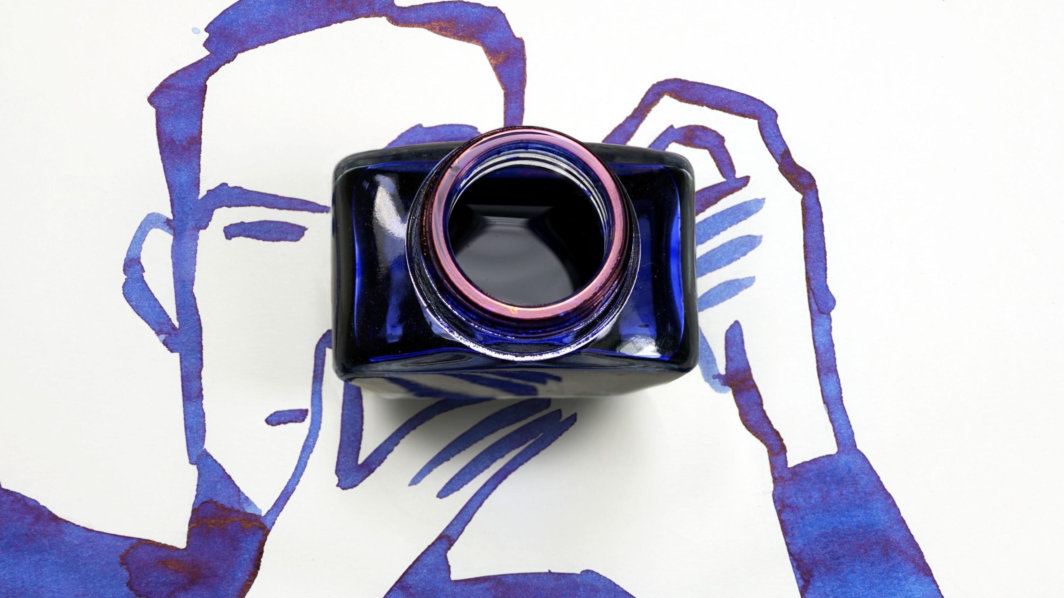 """""""Camera"""": Zeichnung eines Mannes, der ein Foto macht. Als Kamera fungiert ein Tintenfass."""