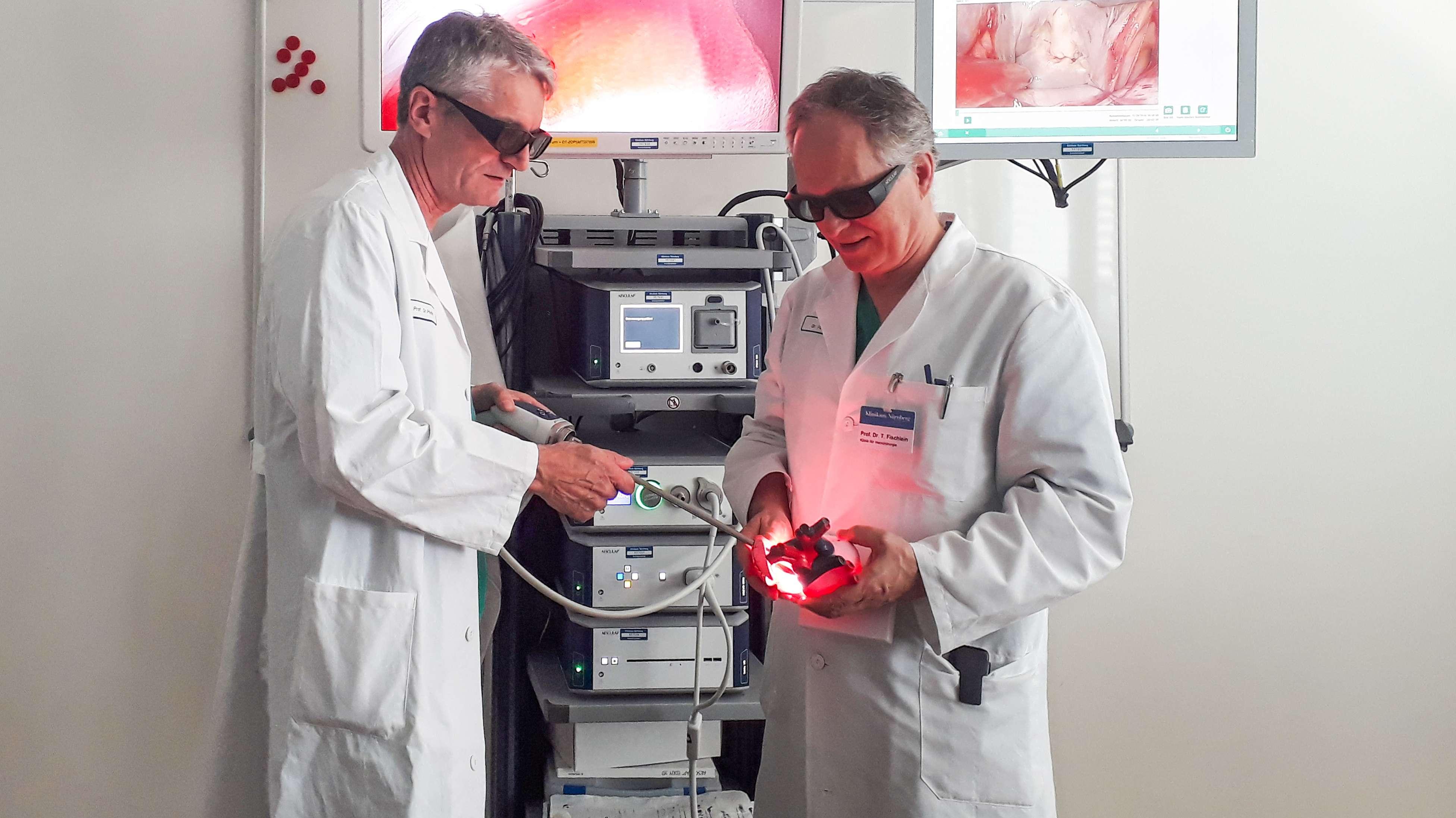Ärzte demonstrieren den 3D-Videoturm