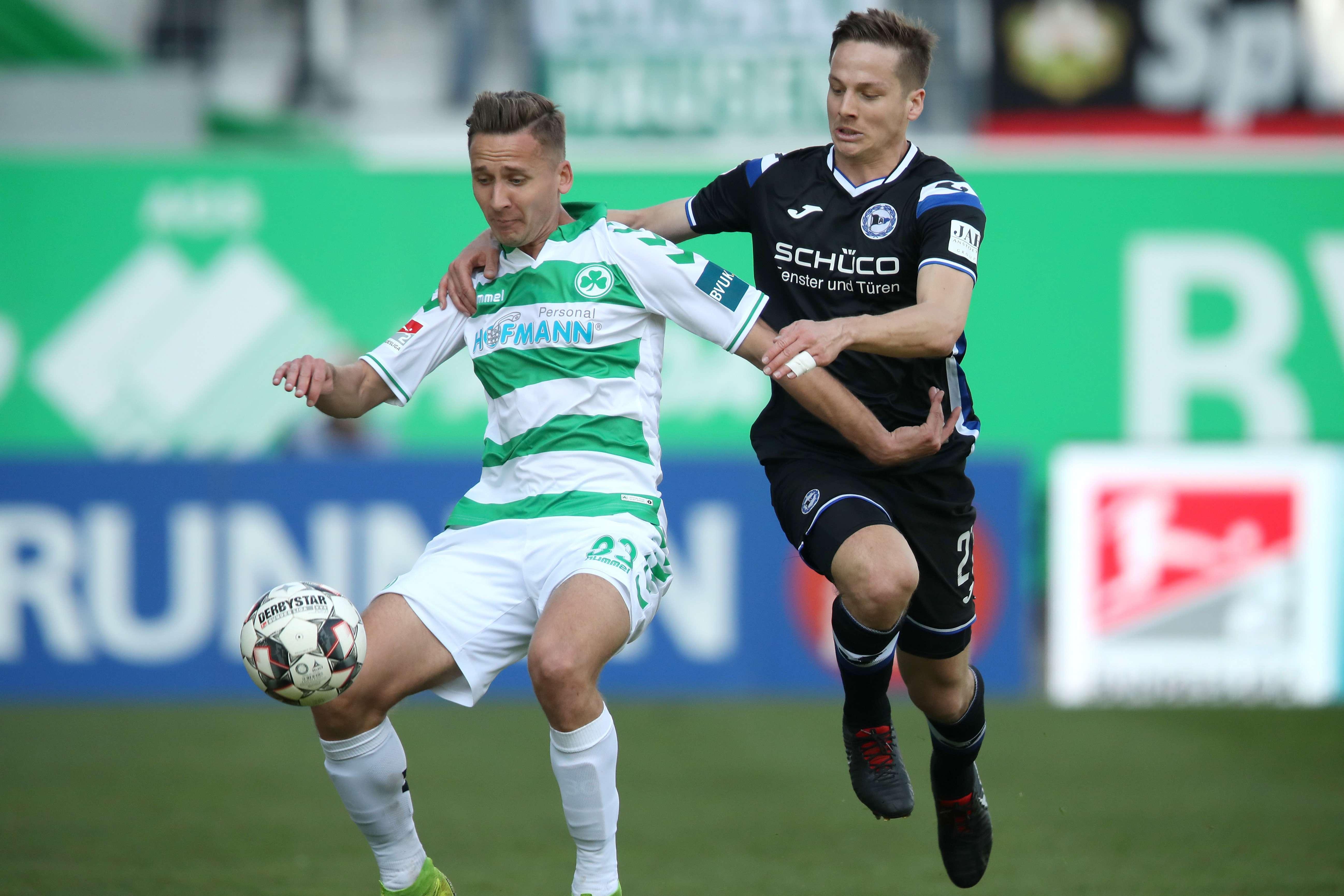 Zweikampf im Spiel Fürth gegen Bielefeld