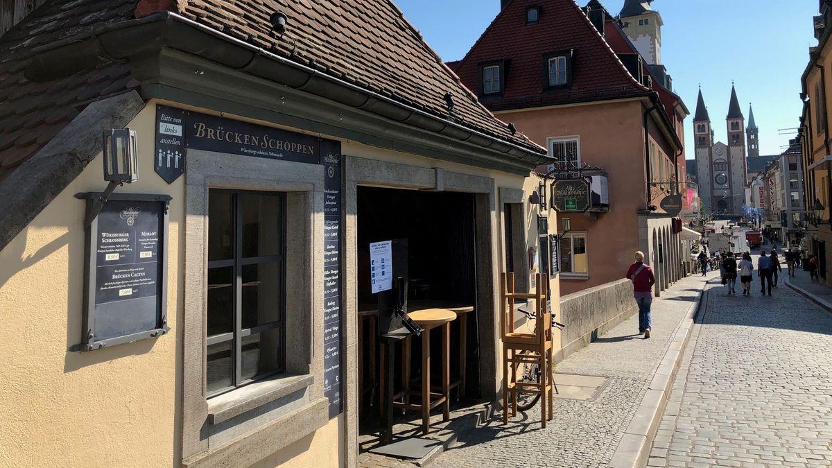 Weinlokal auf der Alten Mainbrücke in Würzburg