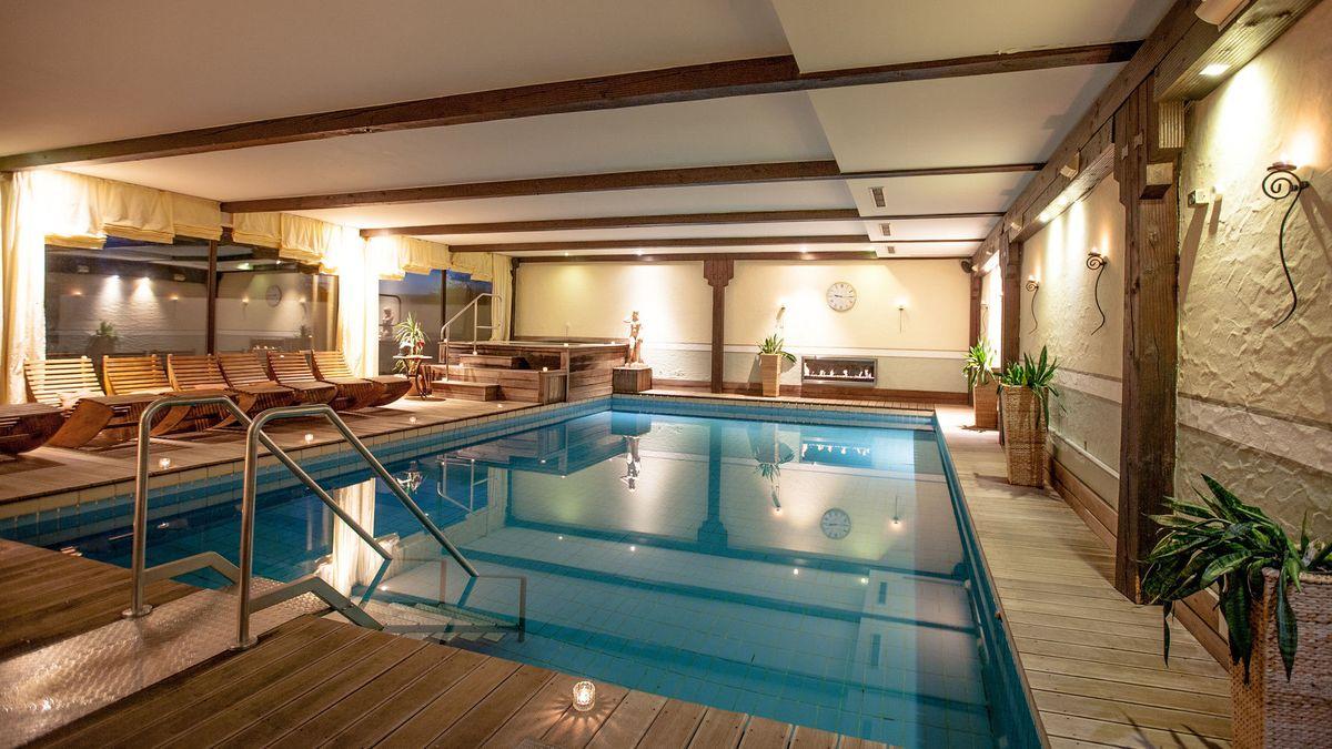 Das Hallenschwimmbad im Schmelmerhof in Sankt Englmar.