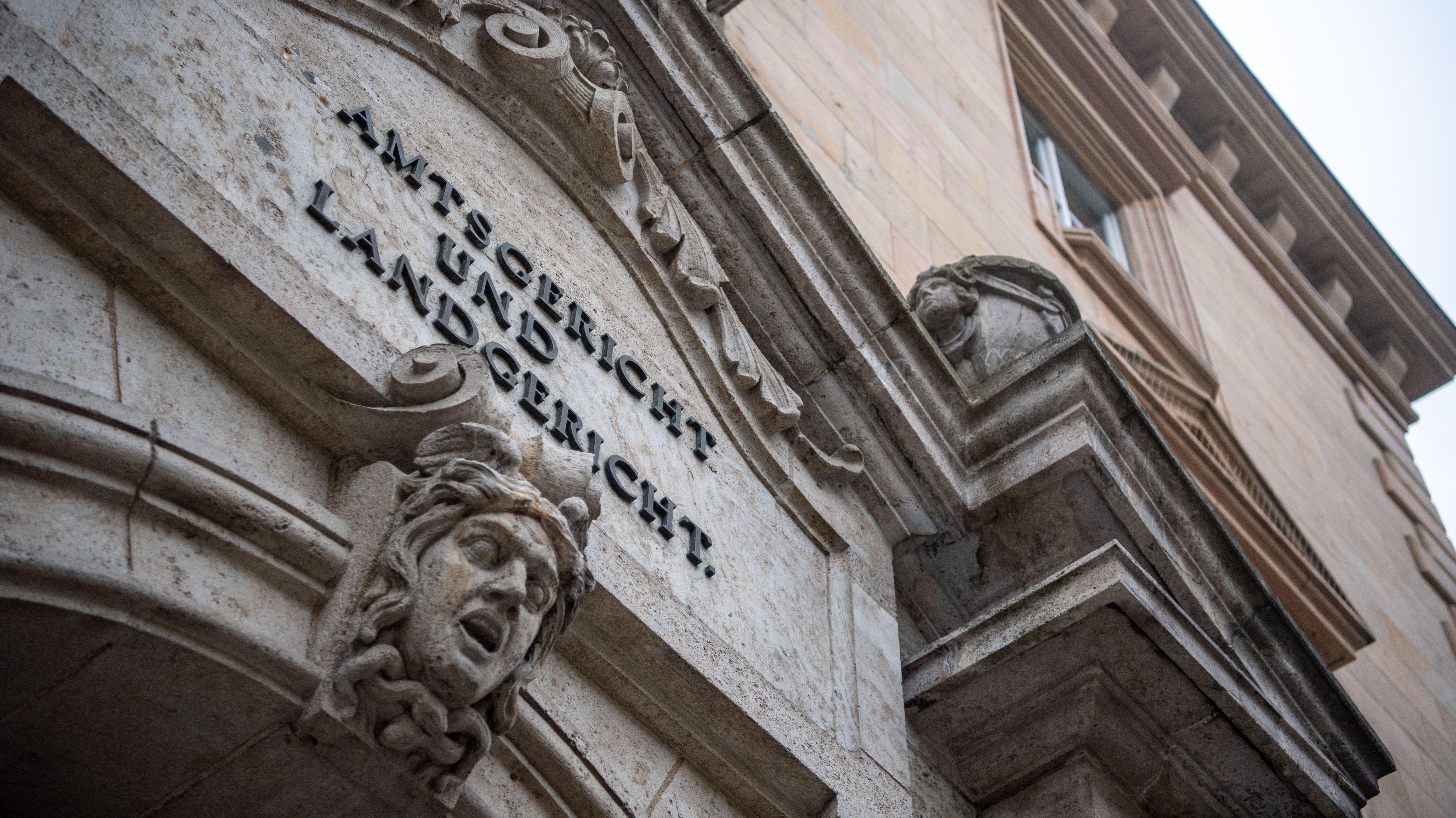Das Landgericht Regensburg musste sich bereits zum zweiten Mal mit einer tödlichen Silvesterparty in Niederbayern beschäftigen.