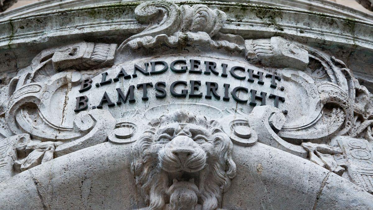 Rassistisch motivierter Messerangriff? - Prozess in Schweinfurt