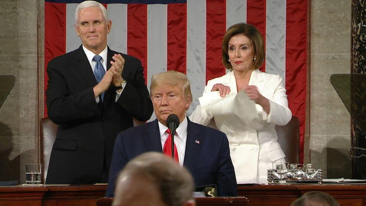 Demokratin Pelosi zerreißt Trumps Rede