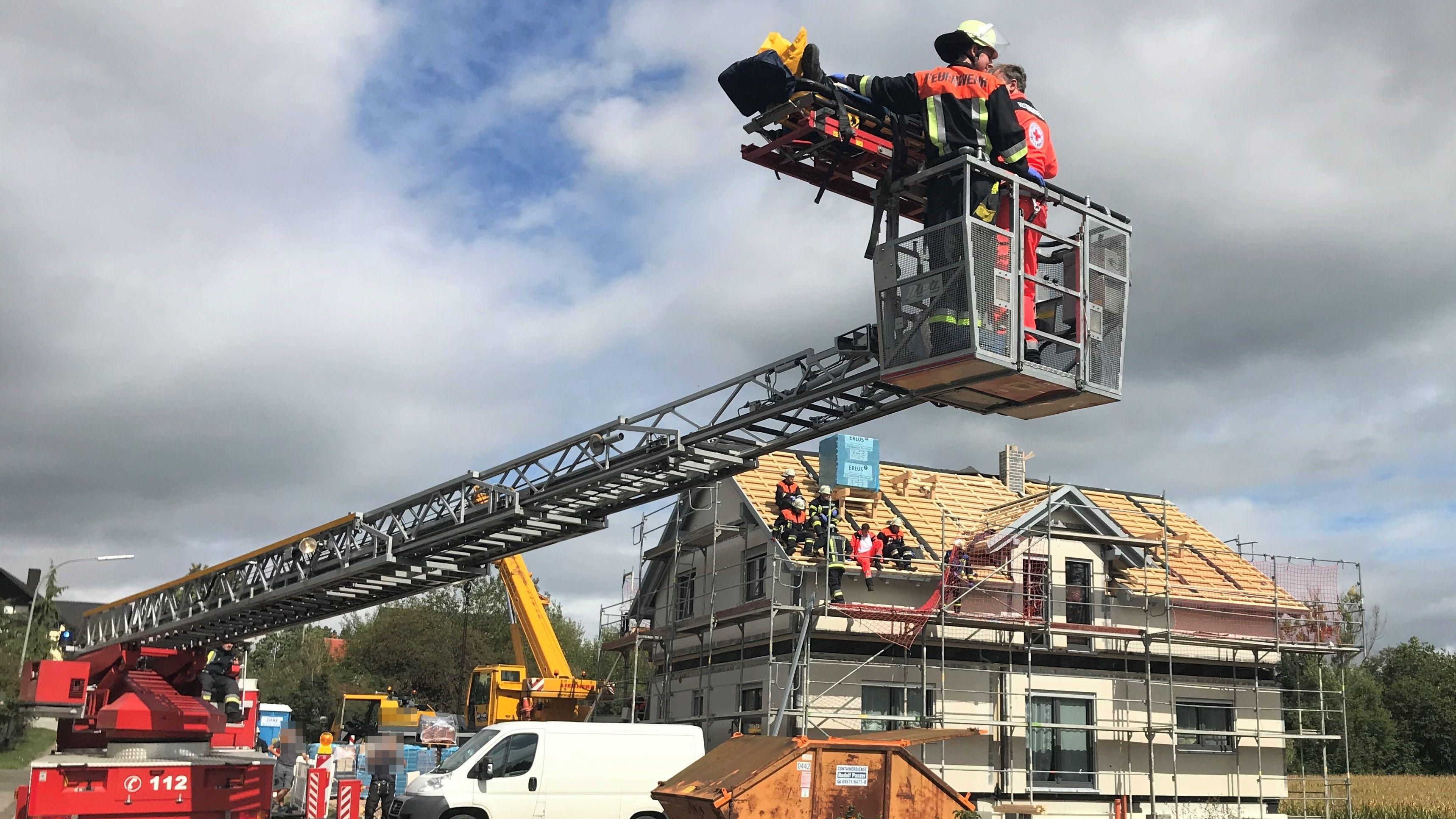 Verunglückter Dachdecker vom Dach gerettet