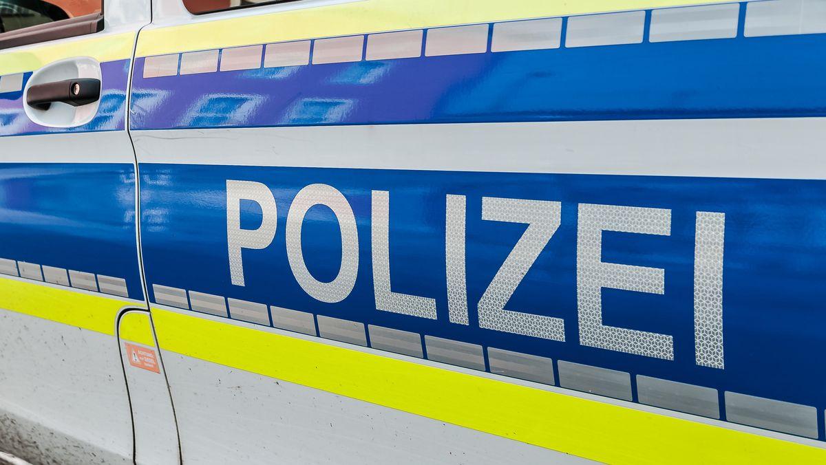 """Aufschrift """"Polizei"""" auf einem Kleinbus (Archivbild)"""