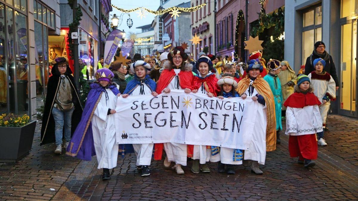 Sternsinger auf den Würzburger Straßen.