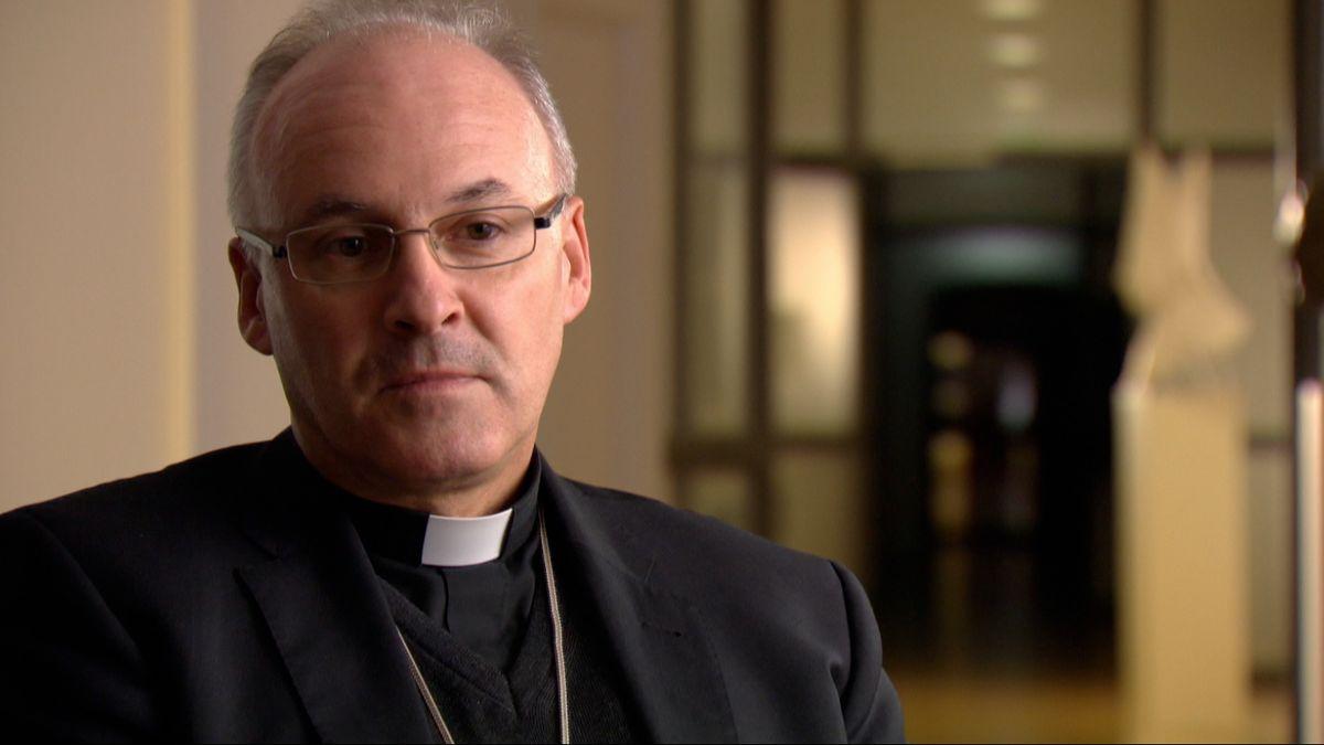 Der Regensburger Bischof Rudolf Voderholzer hat sich für eine schrittweise Öffnung der Gottesdienste ausgesprochen.
