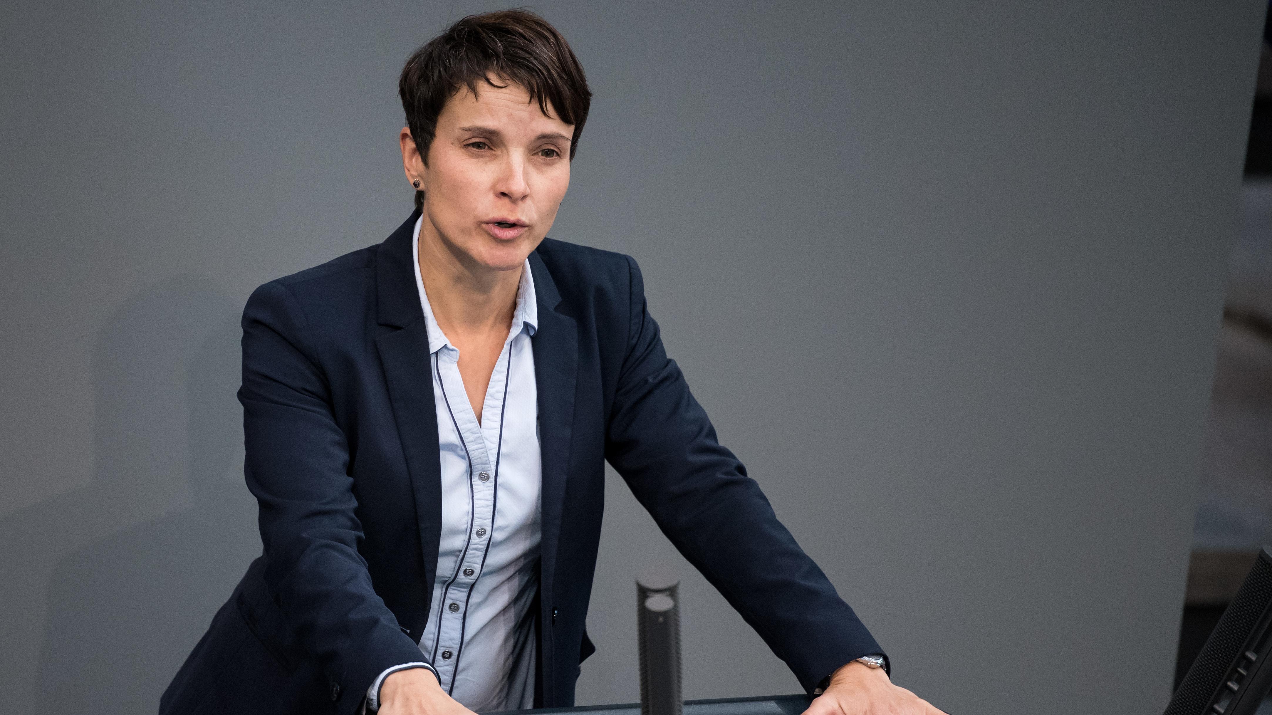 8. November 2018: Frauke Petry spricht während der Plenarsitzung im Deutschen Bundestag.