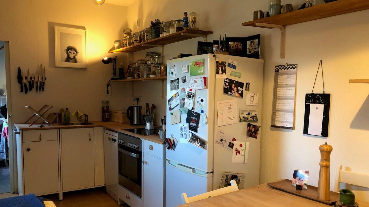Klein, aber geräumig: Die Küche.