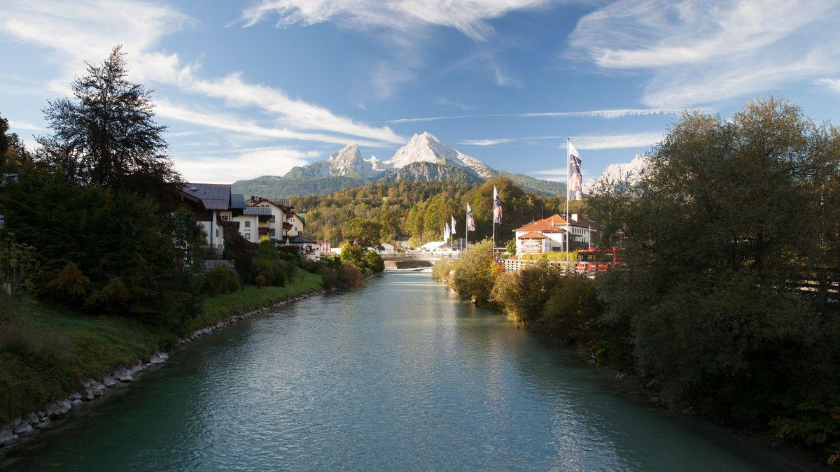 Die Berchtesgadener Ache mit dem Watzmannmassiv im Hintergrund