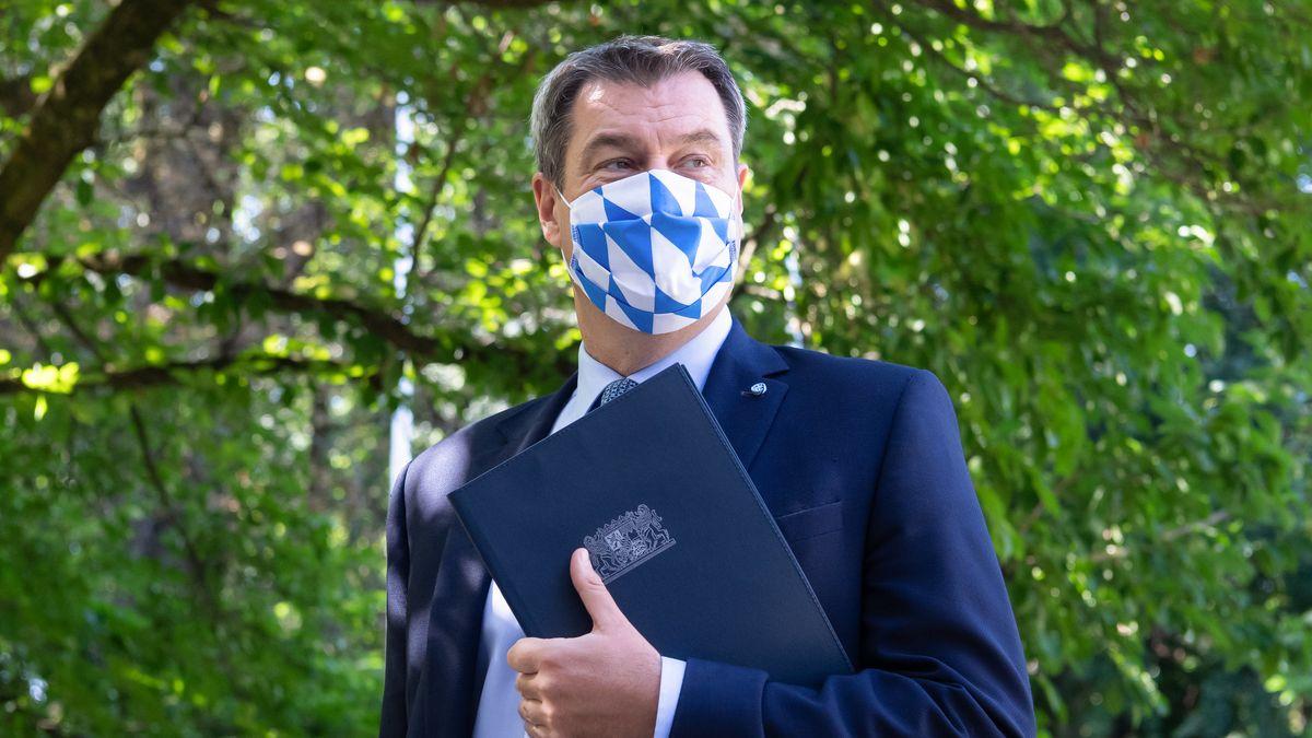 Bayerns Ministerpräsident Markus Söder mit Mund-Nasen-Schutz nach einer Kabinettssitzung am 8.9.20.