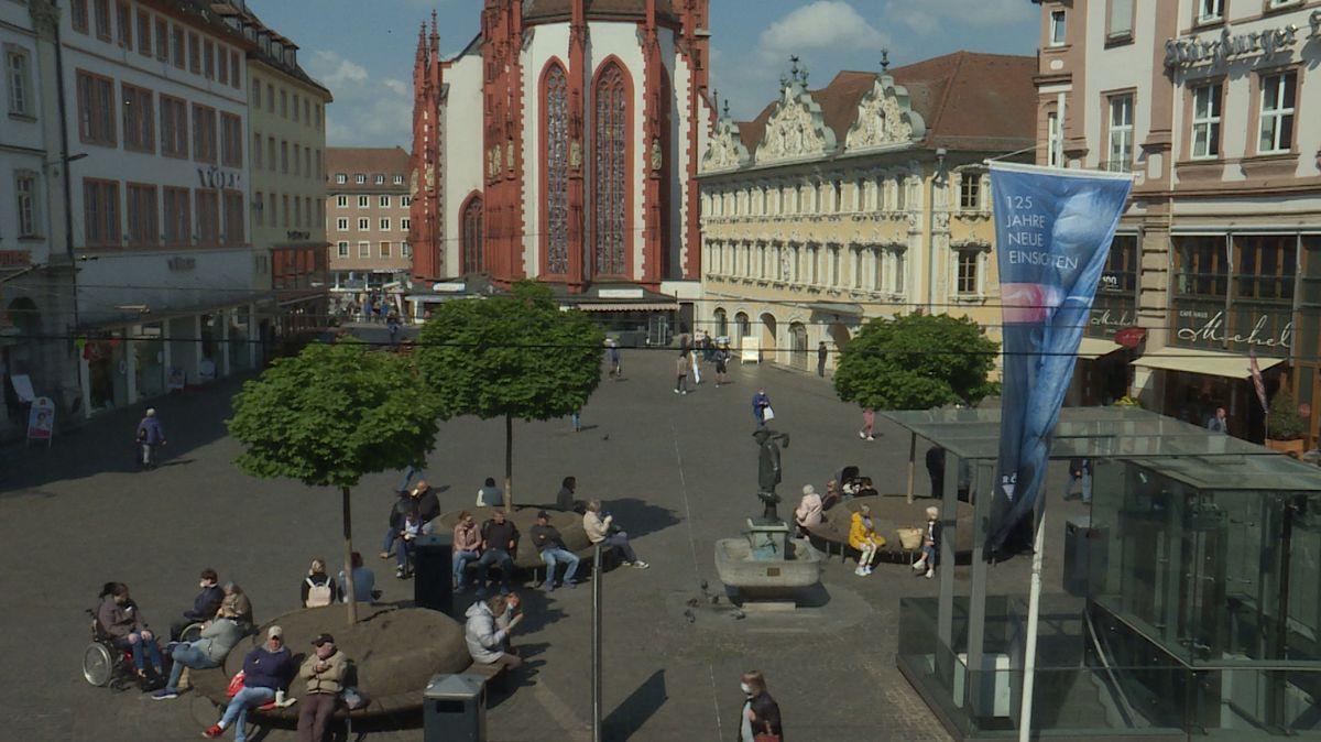 Blick auf den Oberen Markt in Würzburg