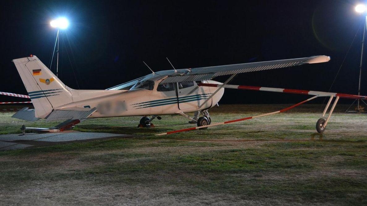 Cessna Flugzeug auf Landefläche