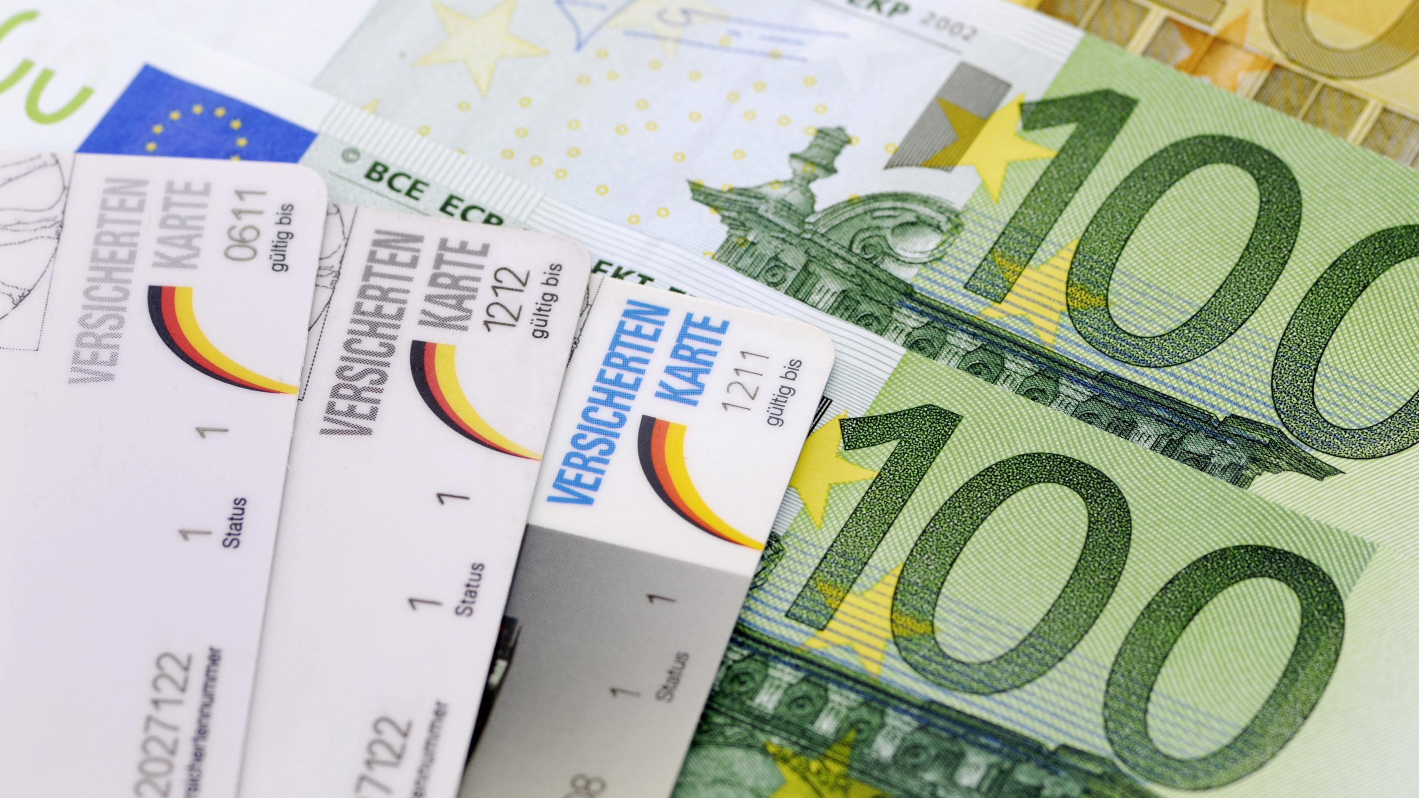 Versichertenkarten auf Geldscheinen