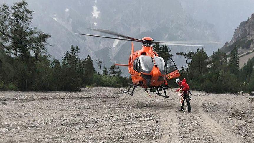 Der 51-jährige Regensburger erlag noch im Rettungshubschrauber seinen schweren Verletzungen, die er sich beim Absturz von der Watzmann-Südspitze zugezogen hatte