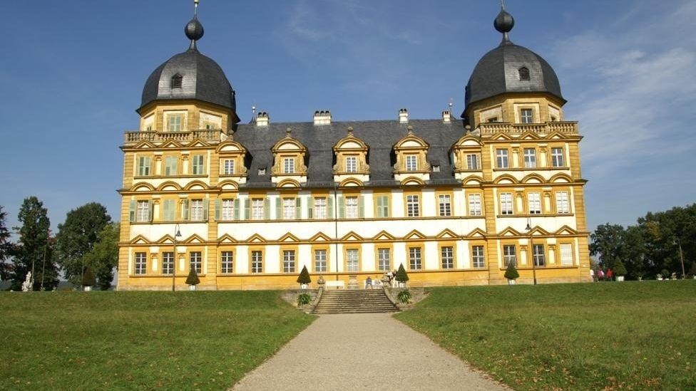 Vorderansicht von Schloss Seehof bei Memmelsdorf im Landkreis Bamberg
