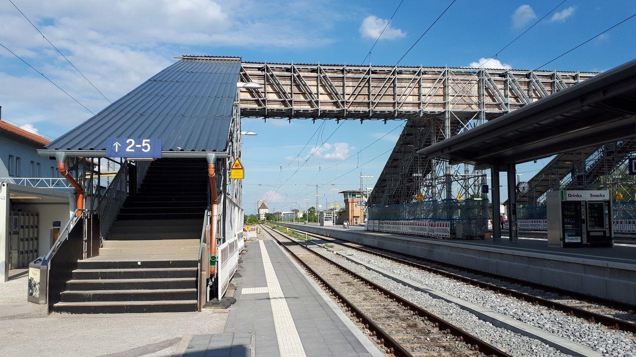 Die Behelfstreppe am Straubinger Bahnhof