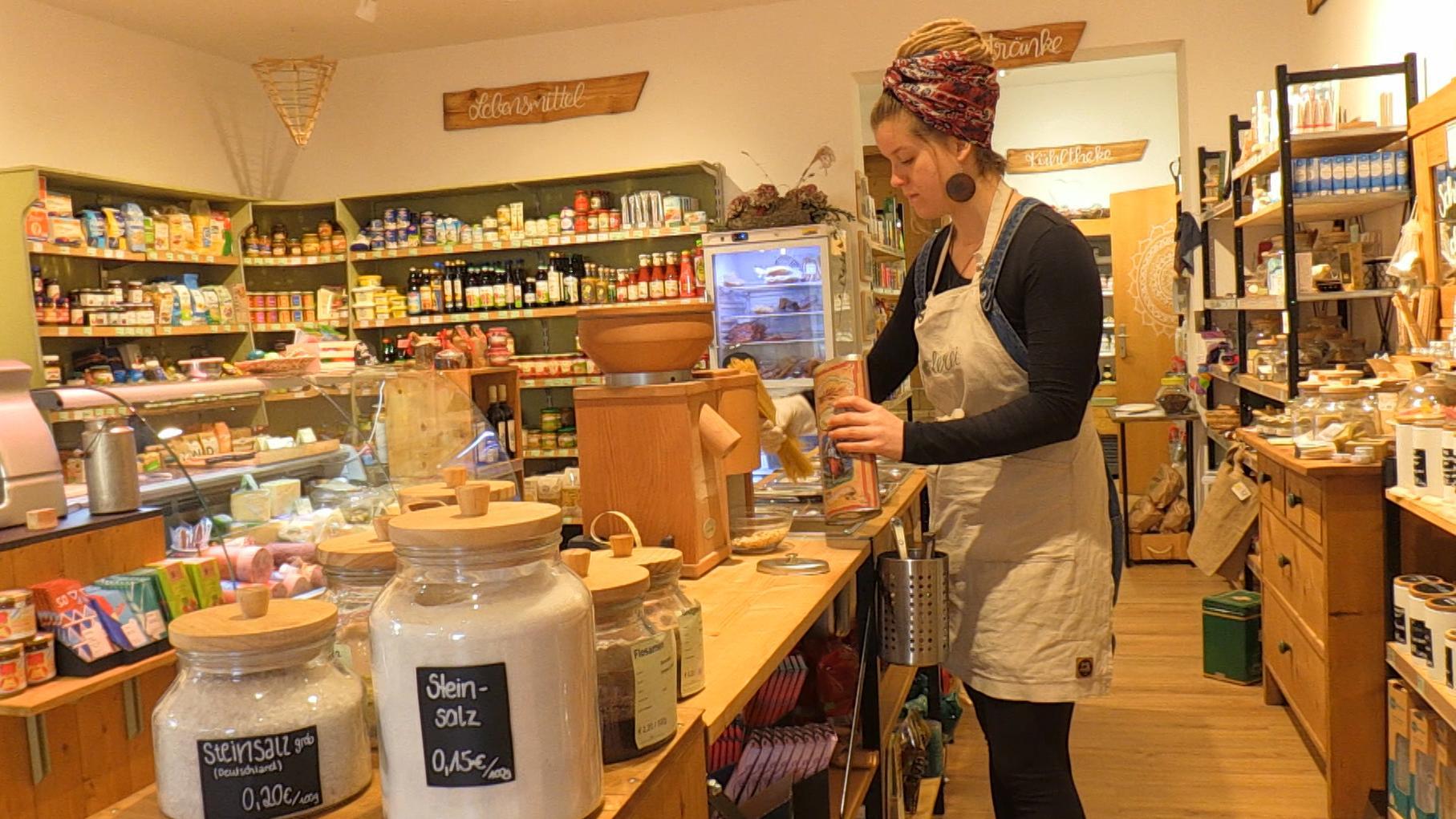 """Luisa Brummer betreibt in Sandharlanden den Dorfladen """"Boderei"""""""