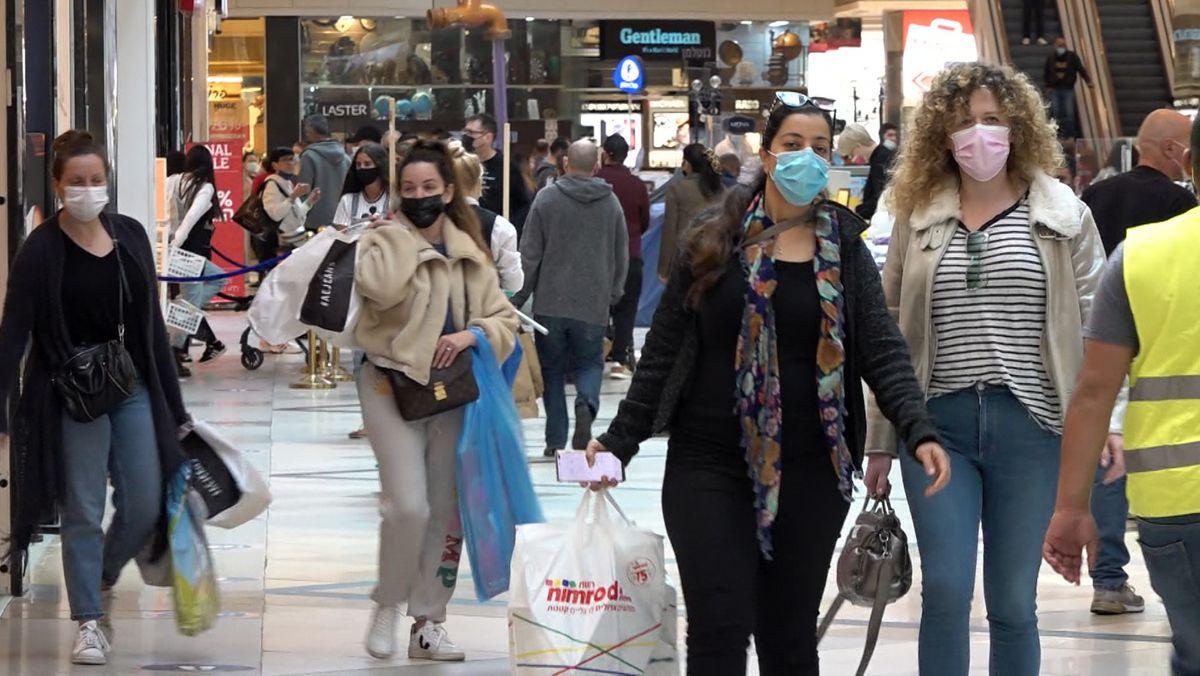 In Israel gehen die Menschen wieder shoppen.
