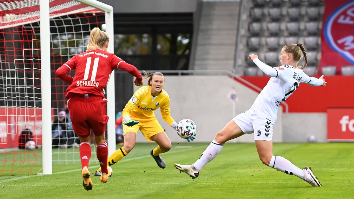 Spielszene FC Bayern - SC Freiburg