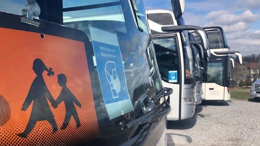 Schul- und Reisebusse des Busunternehmens Wanninger in Bogen