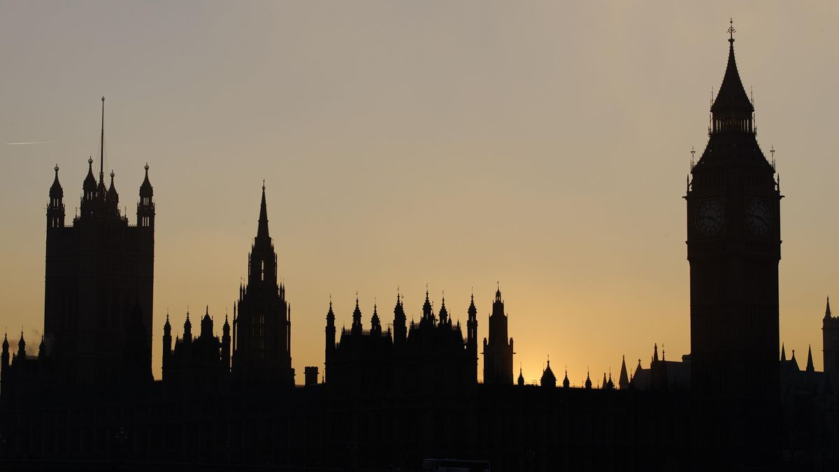 Silhouette des britischen Parlamentsgebäudes in London.