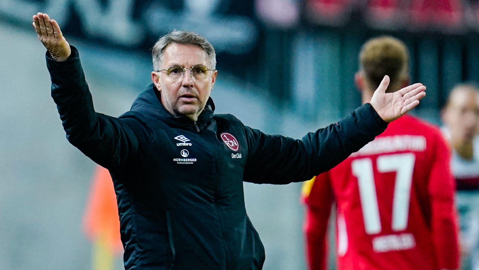 Der ehemalige Nürnberg-Coach Damir Canadi beim Pokalspiel in Kaiserslautern