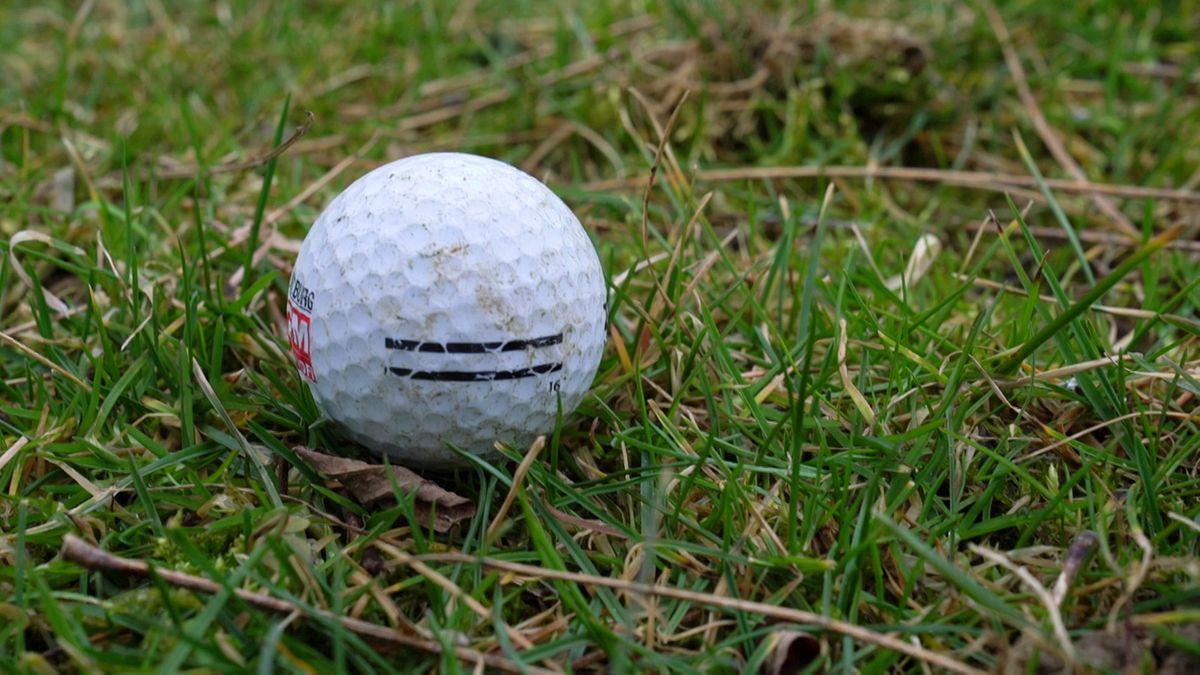 Ball auf dem Golfplatz Burgwalden (Symbol)