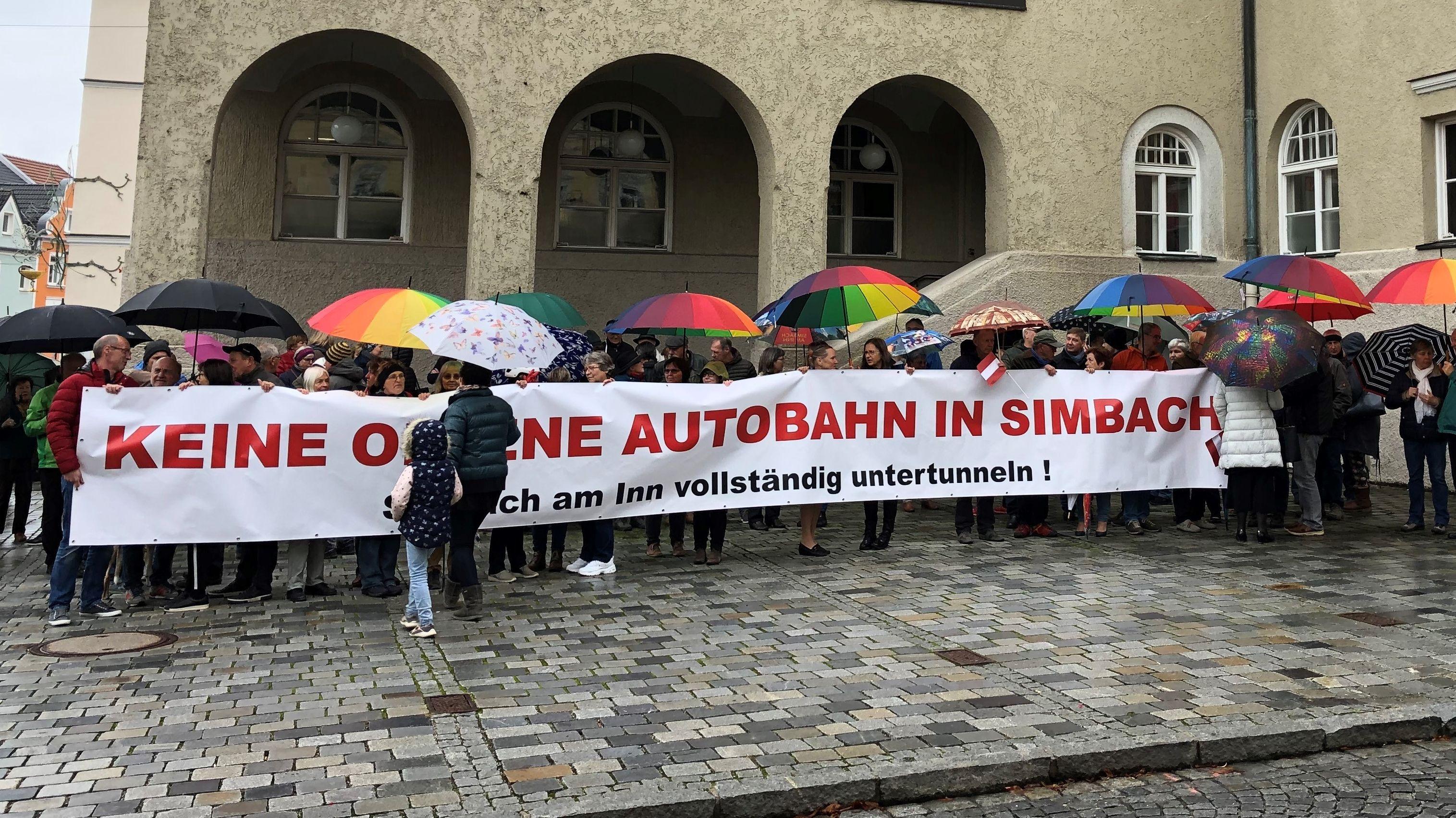 Die Demonstranten fordern eine Tunnellösung in Simbach am Inn
