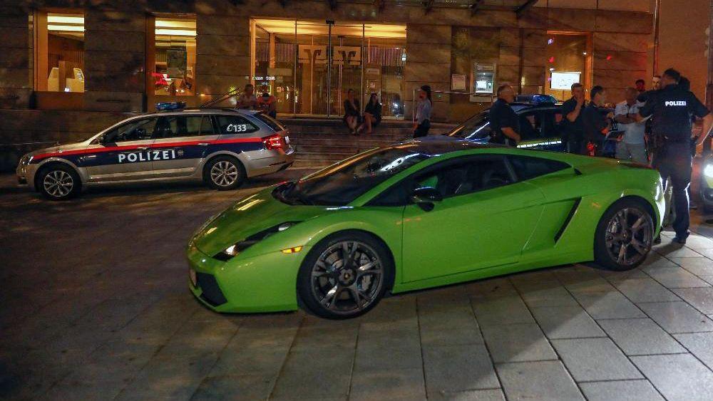 Mit Tempo 180 über die Grenze und dann in die City von Passau: Hier konnte die Polizei den Raser in seinem Lamborghini  dann stoppen.