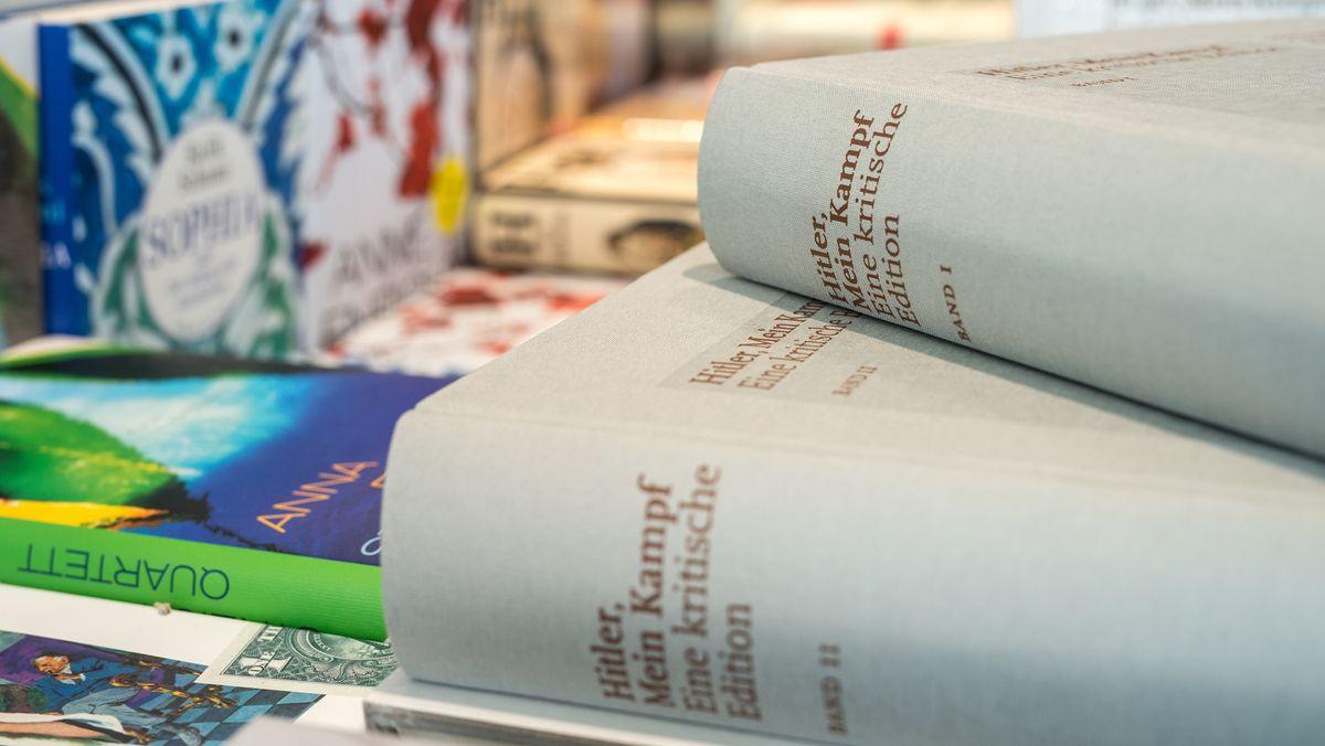 """Seit fünf Jahren auf dem Markt: Die kritische """"Mein Kampf""""-Edition des Instituts für Zeitgeschichte in München und Berlin."""