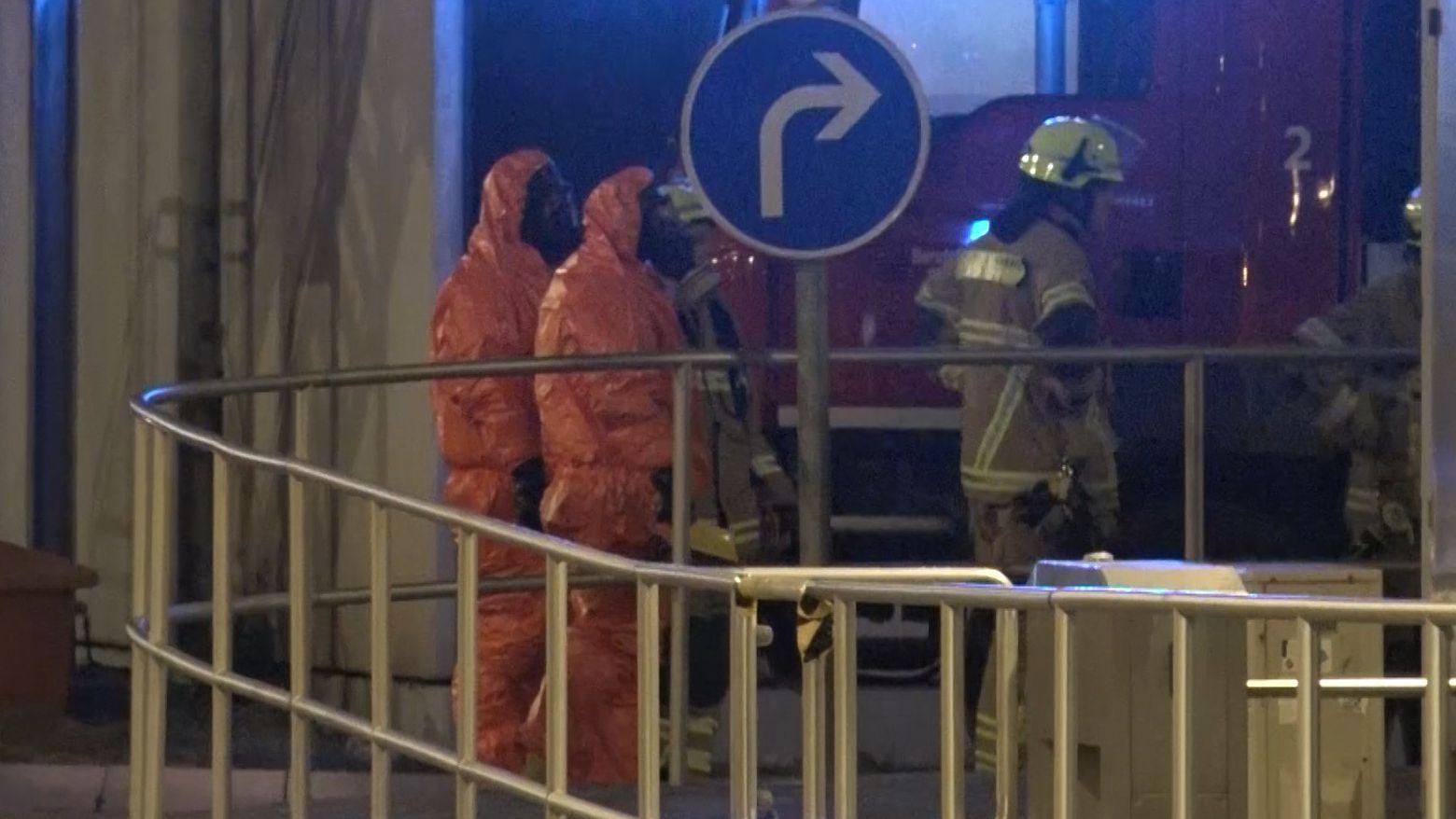 """Große Aufregung am Fachtpostzentrum in Regensburg: Mitarbeiter waren mehrere Pakete mit der Aufschrift """"Radioaktivität"""" aufgefallen."""