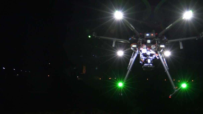 Kein UFO - Eine Drohne im Nachthimmel über Wolfratshausen