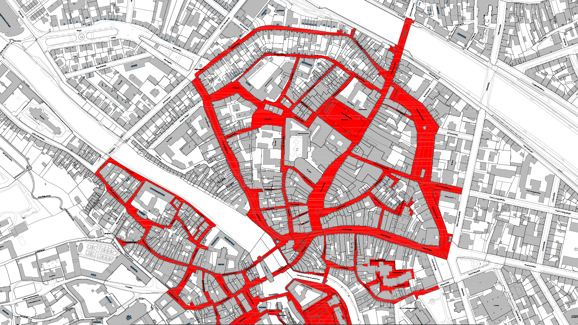 Blick auf einen Stadtplan von Bamberg, auf dem Straßen rot eingezeichnet sind.