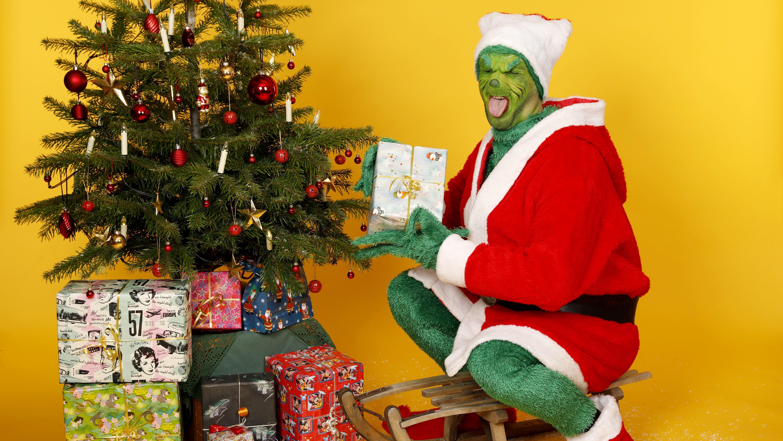 Grinch mit Weihnachtsgeschenken