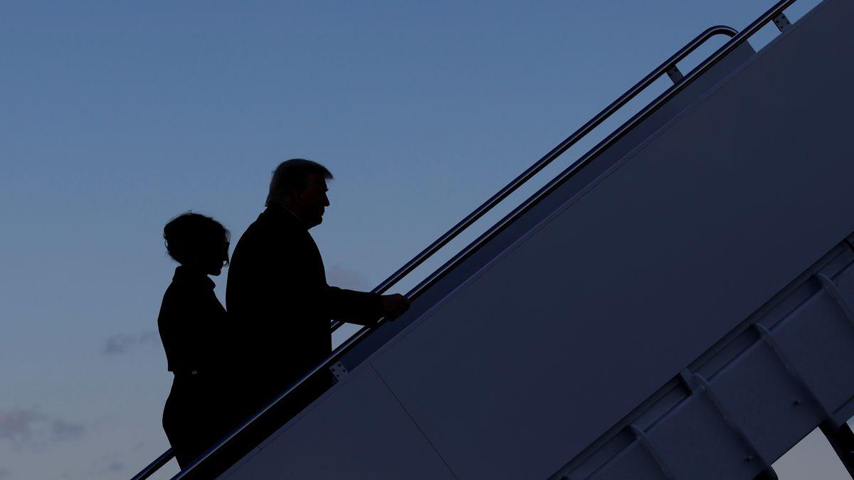 Melania Trump und ihr Ehemann Donald beim Zwischenstopp auf Joint Base Andrews in Maryland (USA).